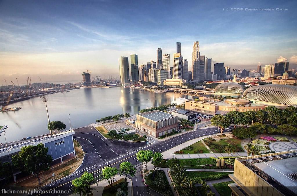 外派我!先看一下新加坡鐵血紀律