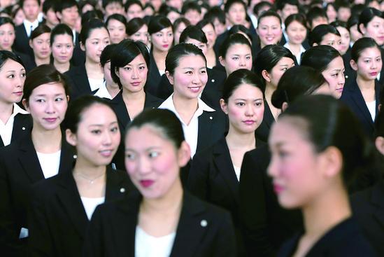 溫柔女力:安倍晉三的「女性經濟學」