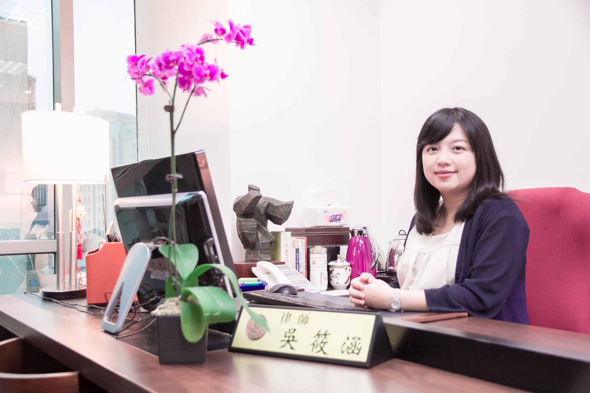 突破女人需同時「家庭」和 「事業」兼得迷思的合夥人律師吳筱涵