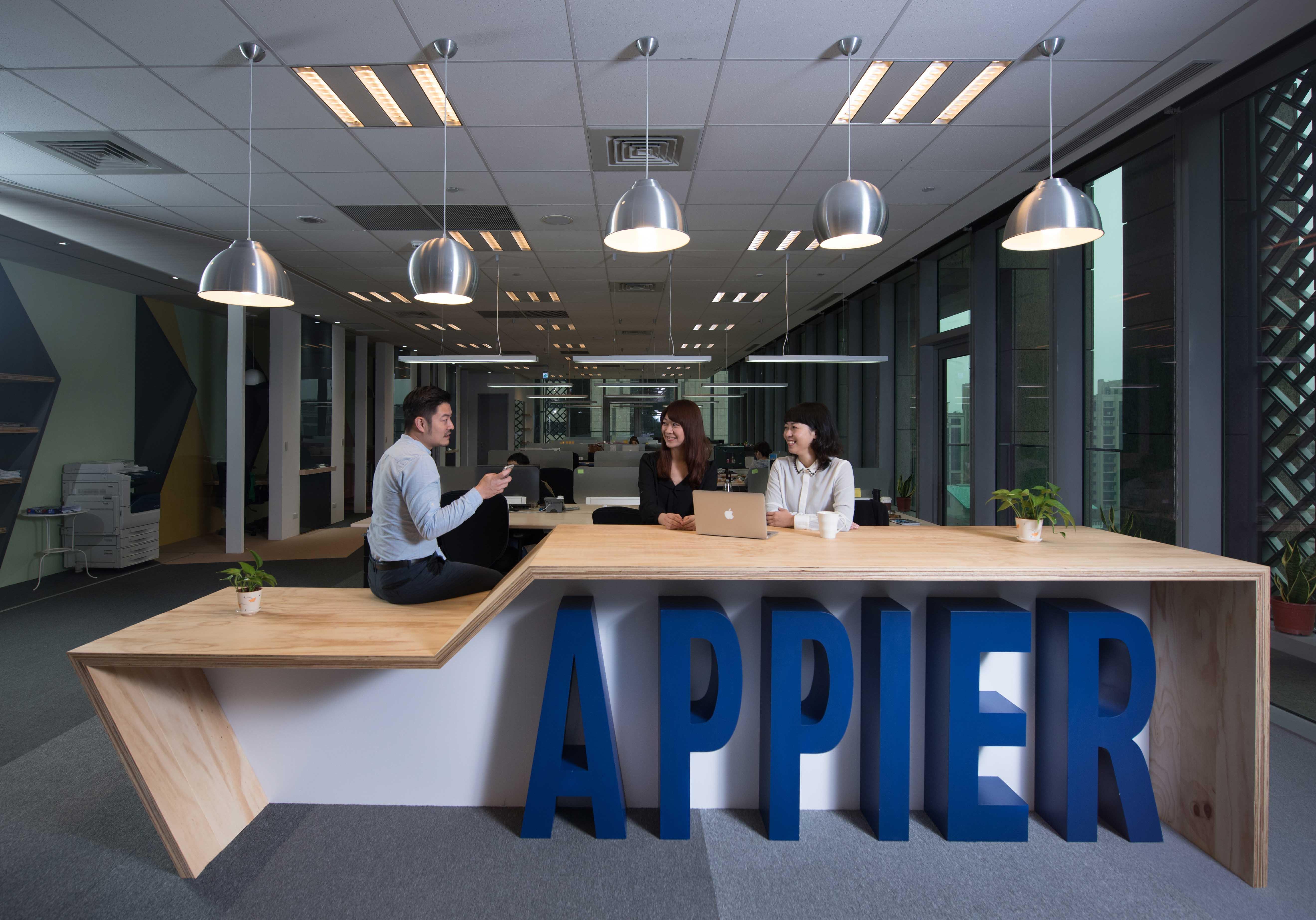 Appier辦公室:站立工作區